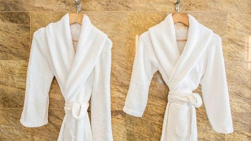 Toallas y albornoces: ¿Qué necesitas para armar un spa en casa?